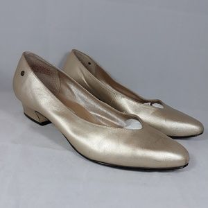 Etienne Aigner Gold Pointed Toe Pumps US6.5